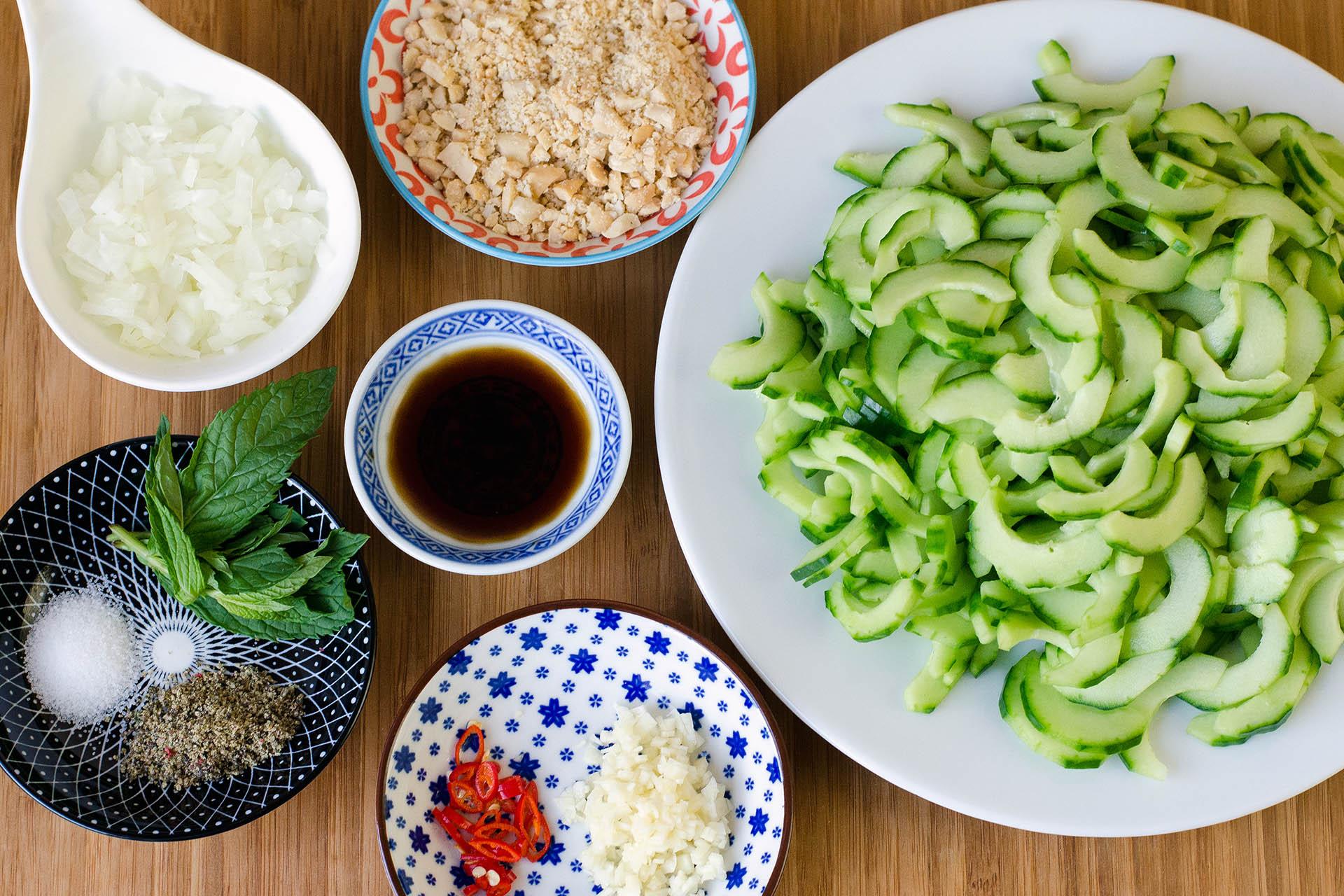 Zutaten Thailändischer Gurkensalat klein geschnitten