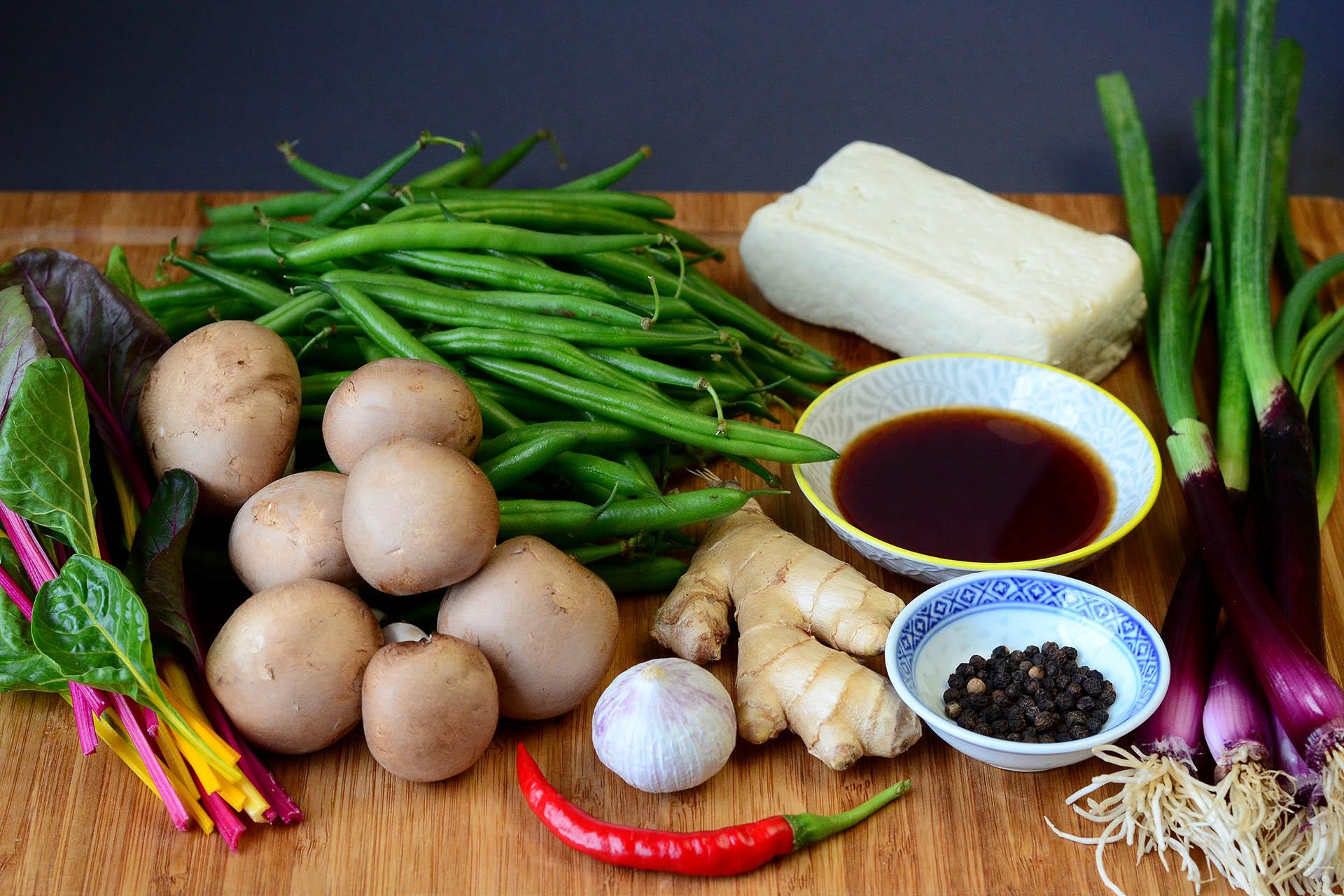 Zutaten für die feurig scharfen grüne Bohnen mit Champignons, Tofu und Ingwer im Thai-Style