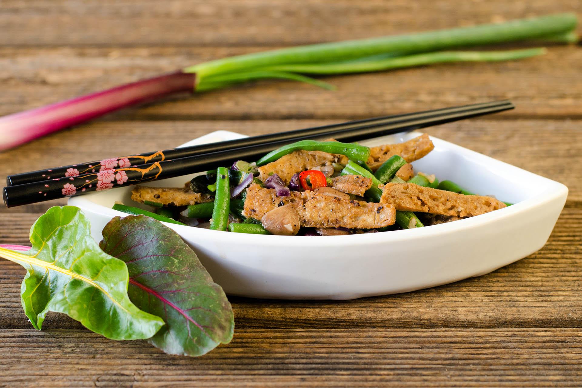 feurig scharfen grüne Bohnen mit Champignons, Tofu und Ingwer im Thai-Style