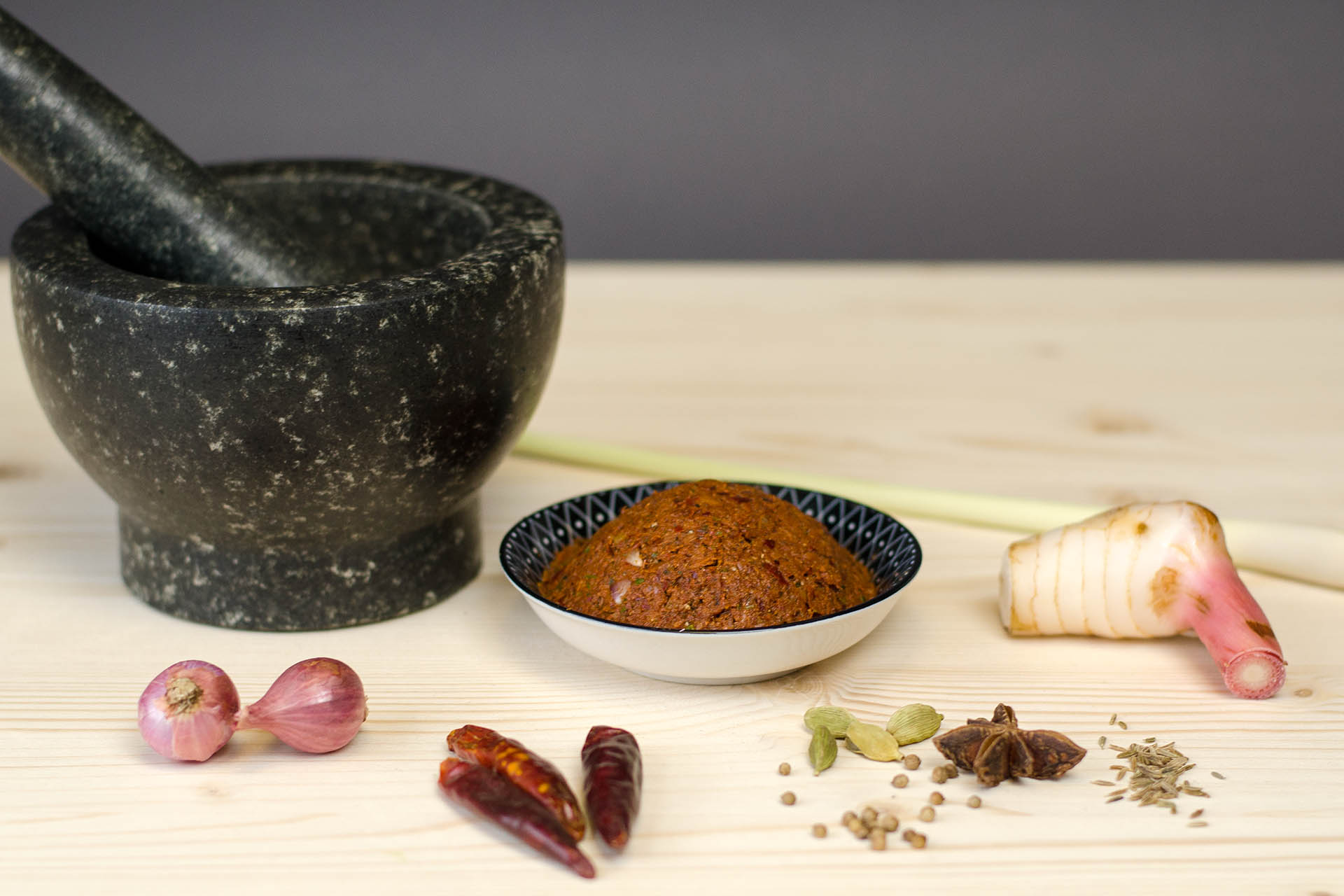 Fertig zubereitete vegane Massaman Curry Paste