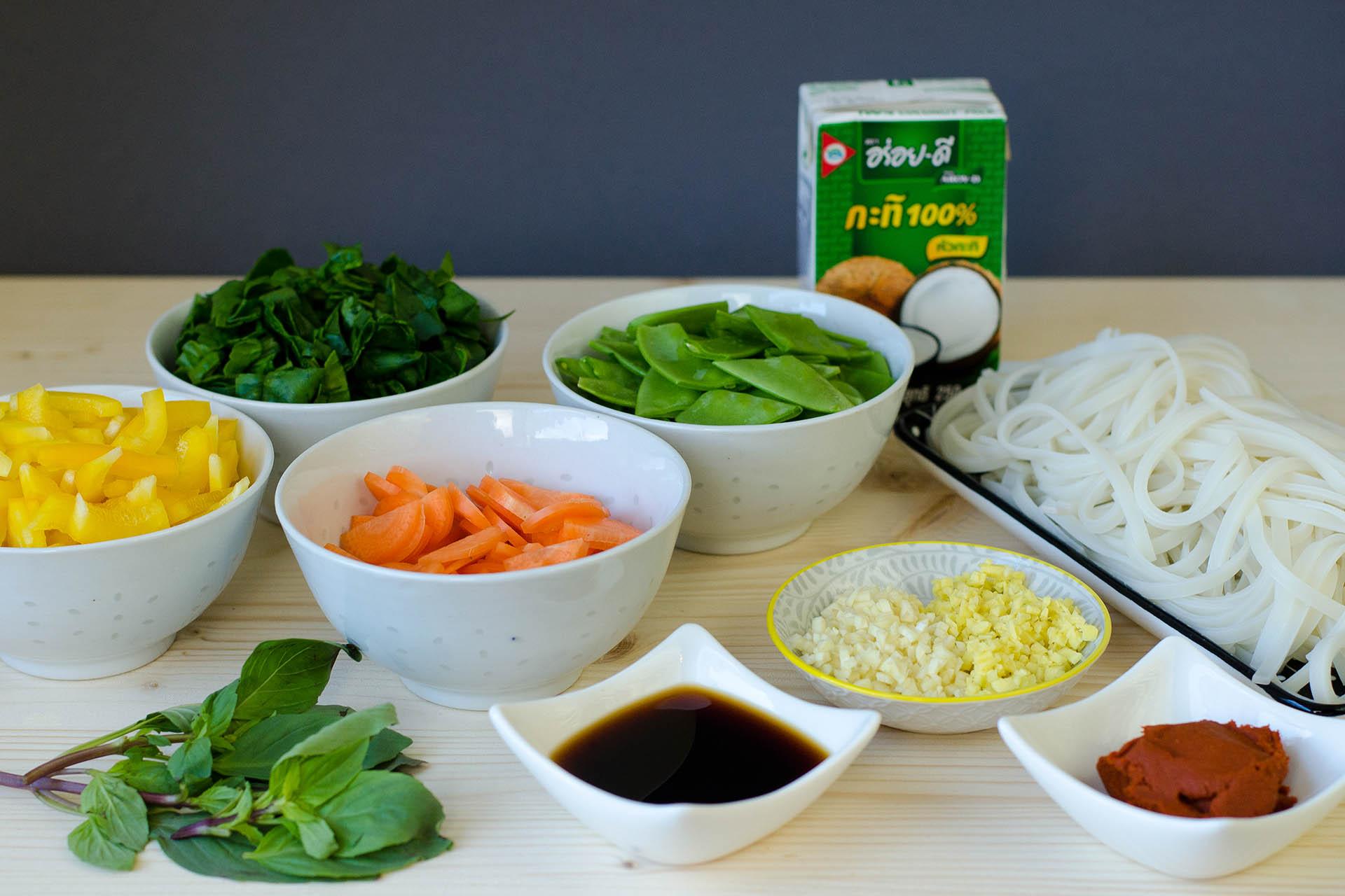 Zutaten für Thai Curry Nudeln im Wokpiraten Style klein geschnitten
