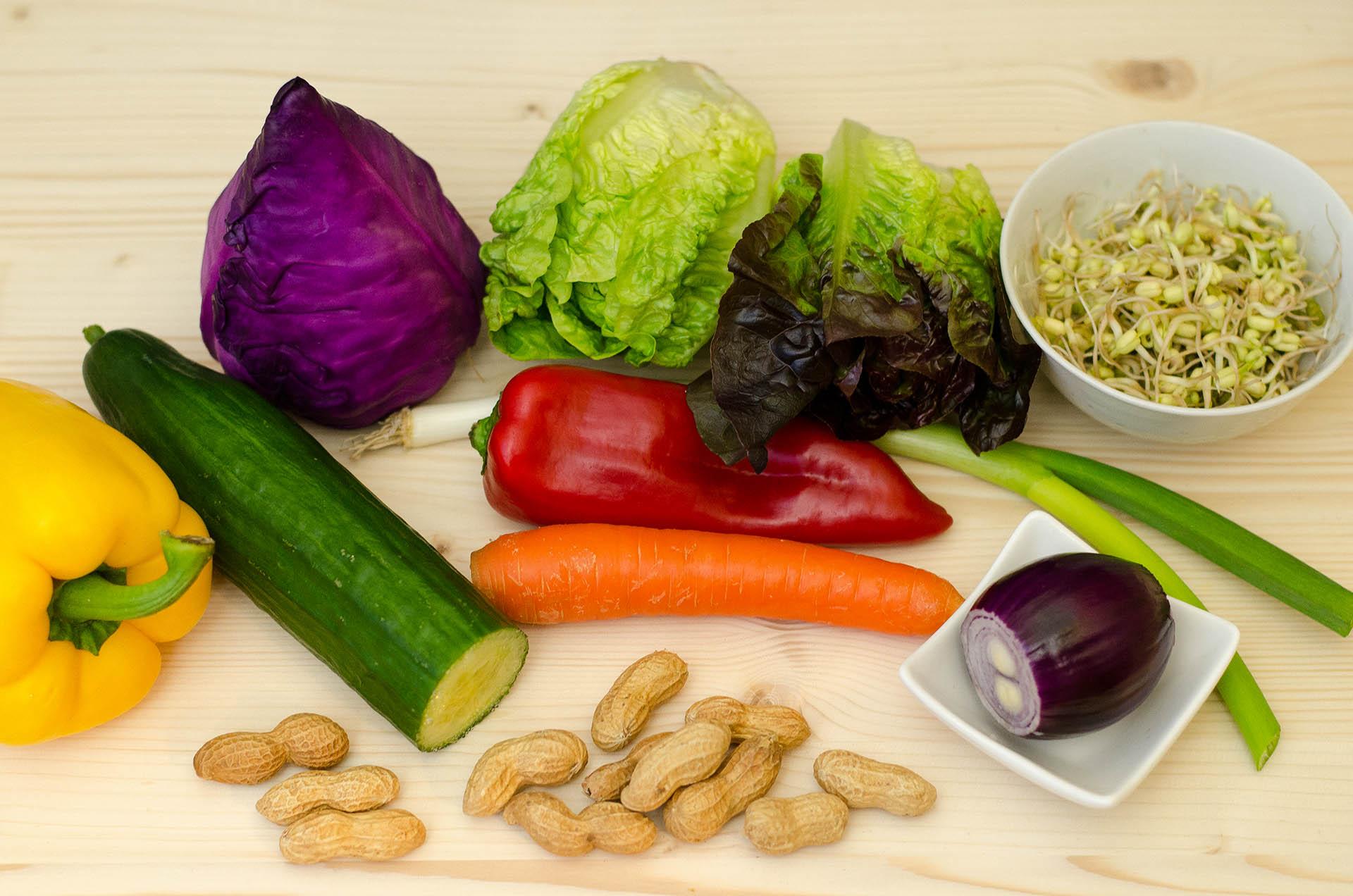 Zutaten für den Regenbogen-Salat im Wokpiraten Style
