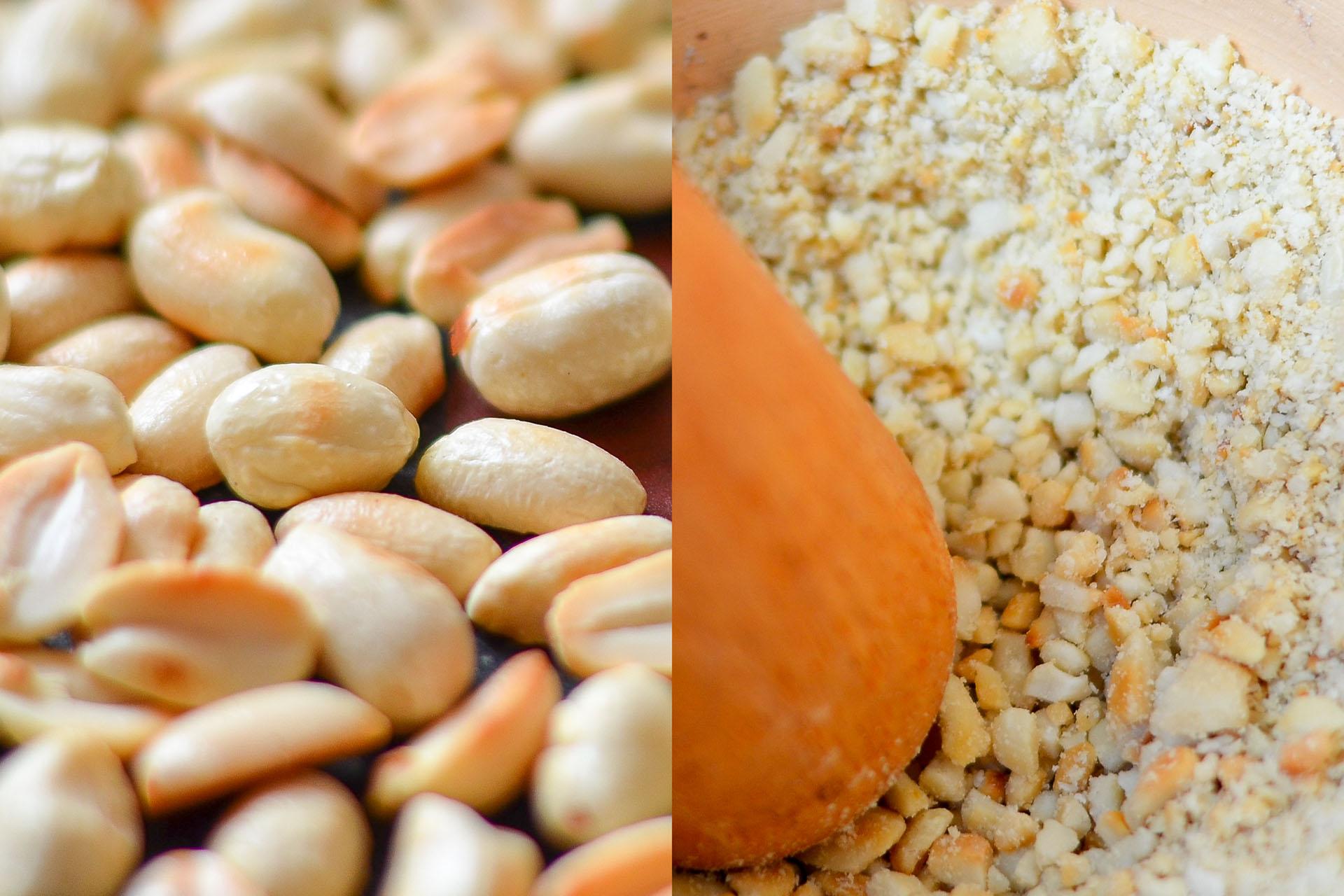 Zubereitung der Erdnüsse für die Erdnusssauce für veganes Gado Gado in der Pfanne und im Mörser